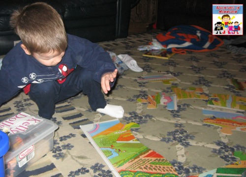 teaching preschool without a curriculum using floor puzzles